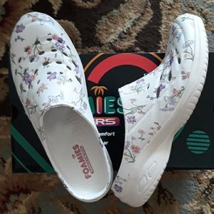 Sketchers Foamies slip on shoes